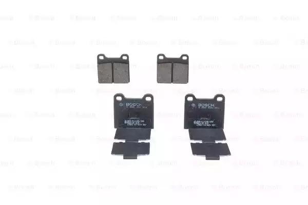 Комплект тормозных колодок, дисковый тормоз BOSCH 0986466302